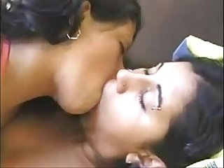 Deep Kissing Big Lip Indian Girls French Kiss - XVIDEOS.COM