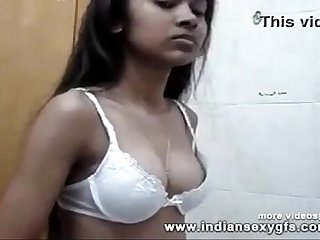 Indian Desi College girl exposed boobs and her busty figure mobile video - indiansexygfs.com