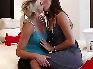 Amazing wilds girls kissing very hot